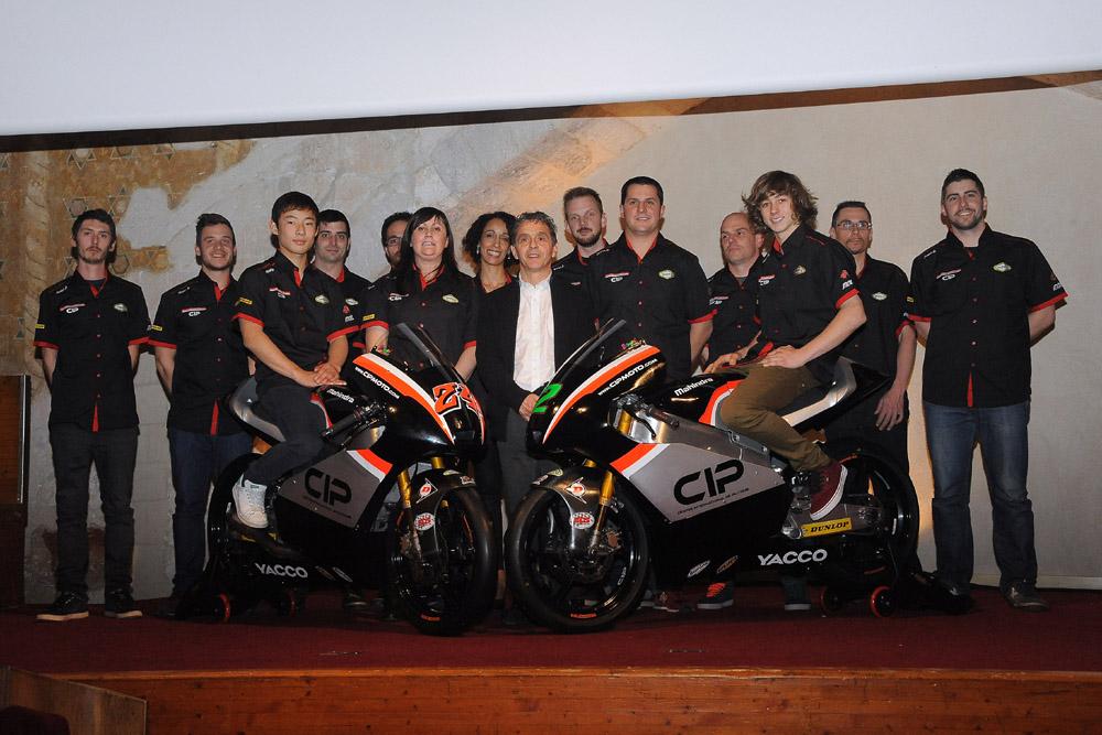 Présentation de la Team moto CIP au Palais des Papes d'Avignon